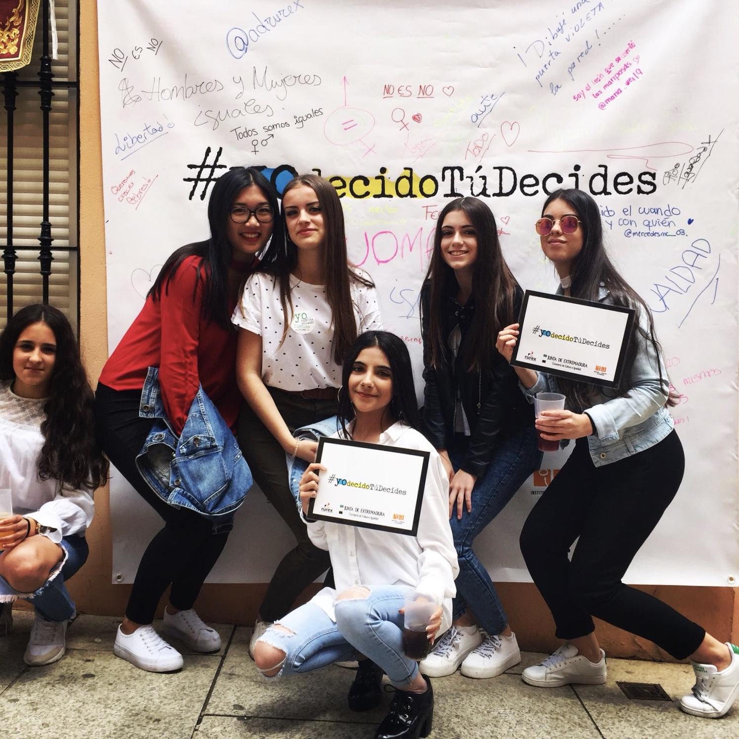 Foto grupo de chicas en el Proyecto Yo Decido Tú Decides