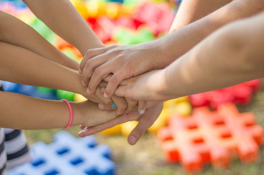 hands, friendship, friends-2847508.jpg